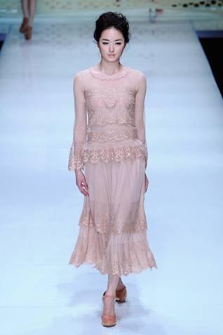 2012中国国际时装周 新面孔中专汤沁怡