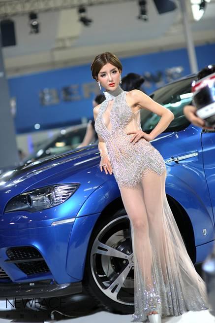 新面孔第64期全日制班学员李颖芝成为本次2012北京国际车展最完美车模女神