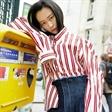 名模何若阳巴黎时尚街拍,凌乱中不失简洁大方!
