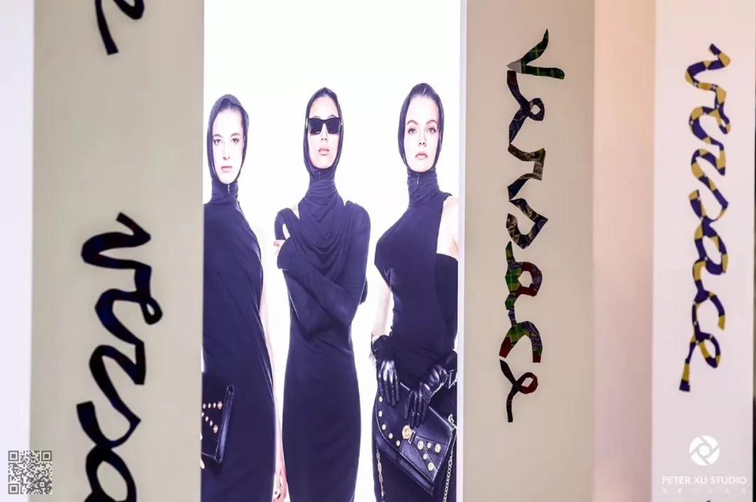 国际超模薛冬琪亮相Versace2018秋冬系列展示酒会