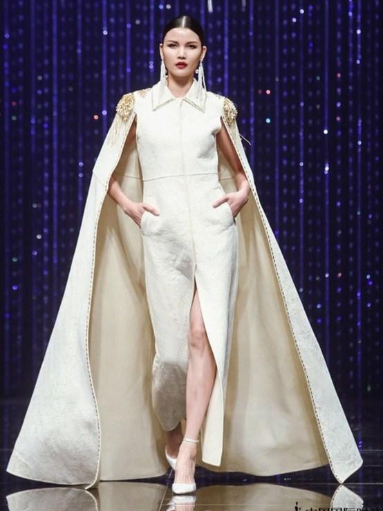 YingChoi·蔡颖作品发表会,国际超模莫万丹压轴亮相秀场