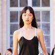 新面孔Model]王涵演绎#19春夏巴黎时装周#Victoria/Tomas秀