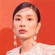 彭思雨拍摄圣诞主题时尚大片 展现轻奢高级感彩妆