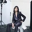 JDnewface成员赵俊俊最新简约风时尚大片 沉迷自我戏中戏