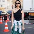 她既是母亲也是超模,张丽娜巴黎高定时装周秀场外街拍