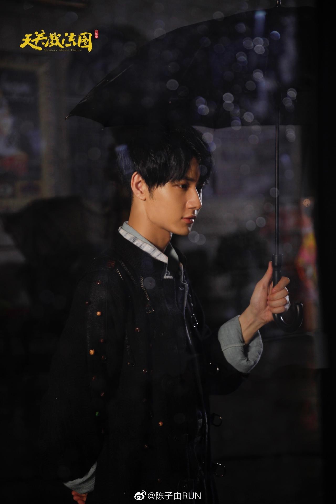 陈子由参演《云机录·天关戏法图》,少年眼底色彩是星辰大海的奔赴,也是重任在肩的使命。