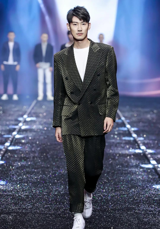 带你认识一下这位2020年度中国首席男模