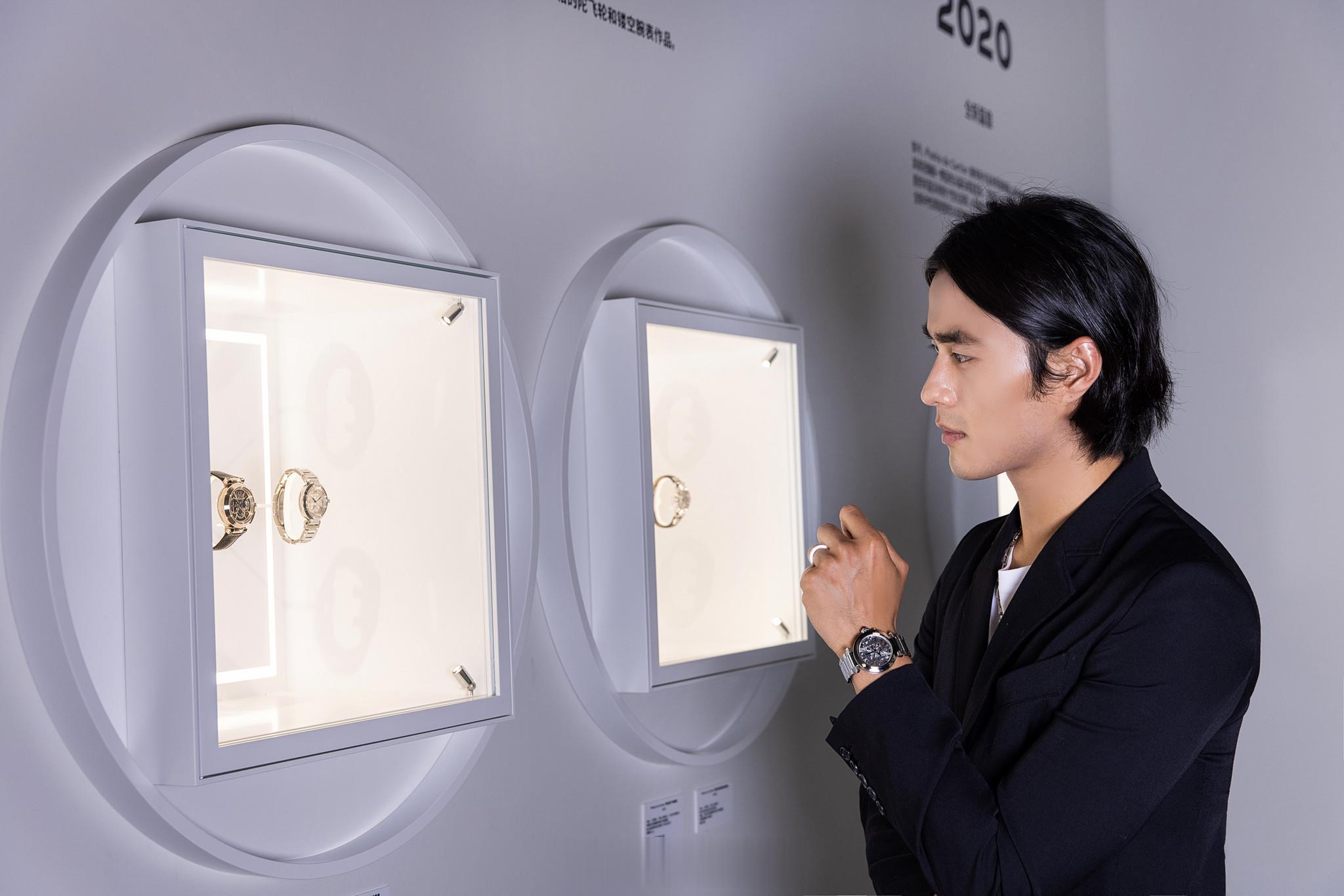 """赵磊出席卡地亚时尚派对,呈现了一场""""方圆无界""""的创意体验。"""