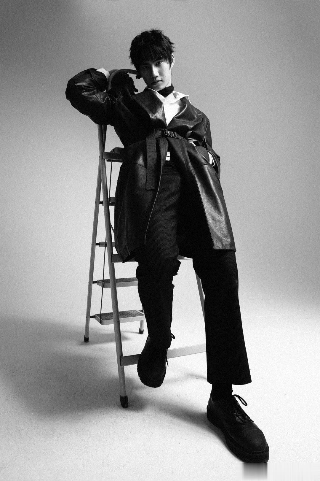 模特王宣淇黑白创作新片拍摄
