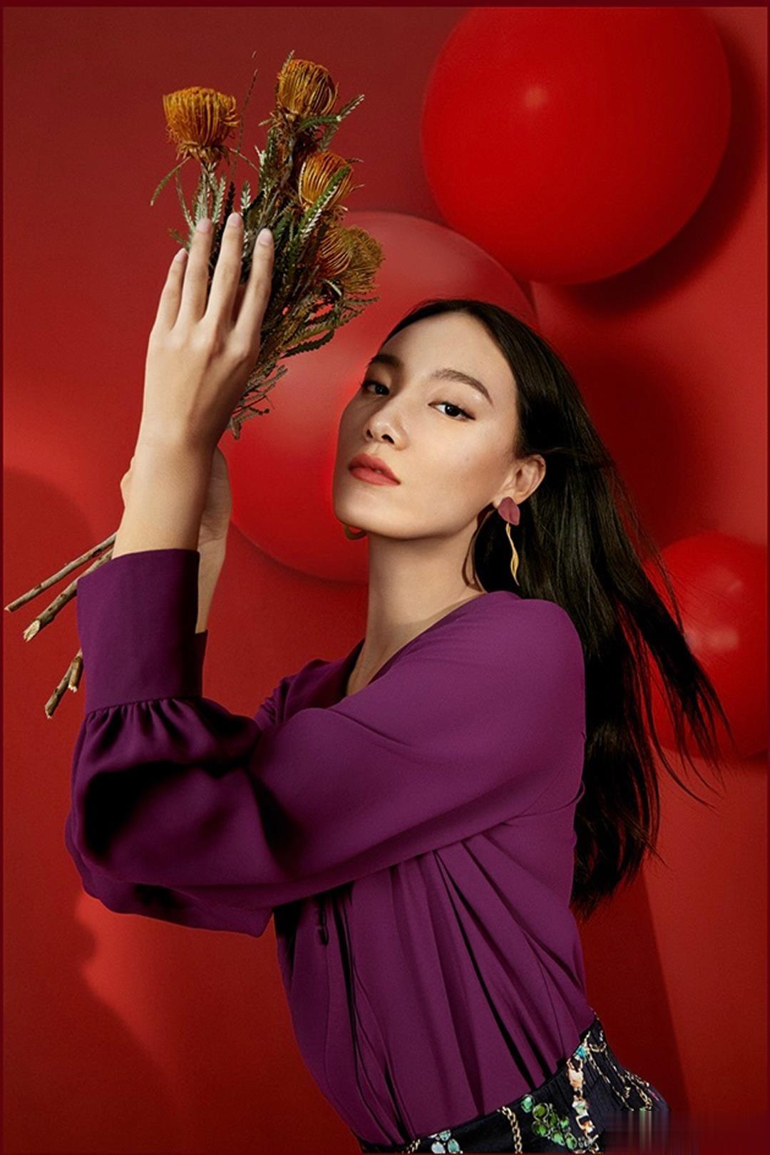 模特张晓彤JZ玖姿中国红的主题大片