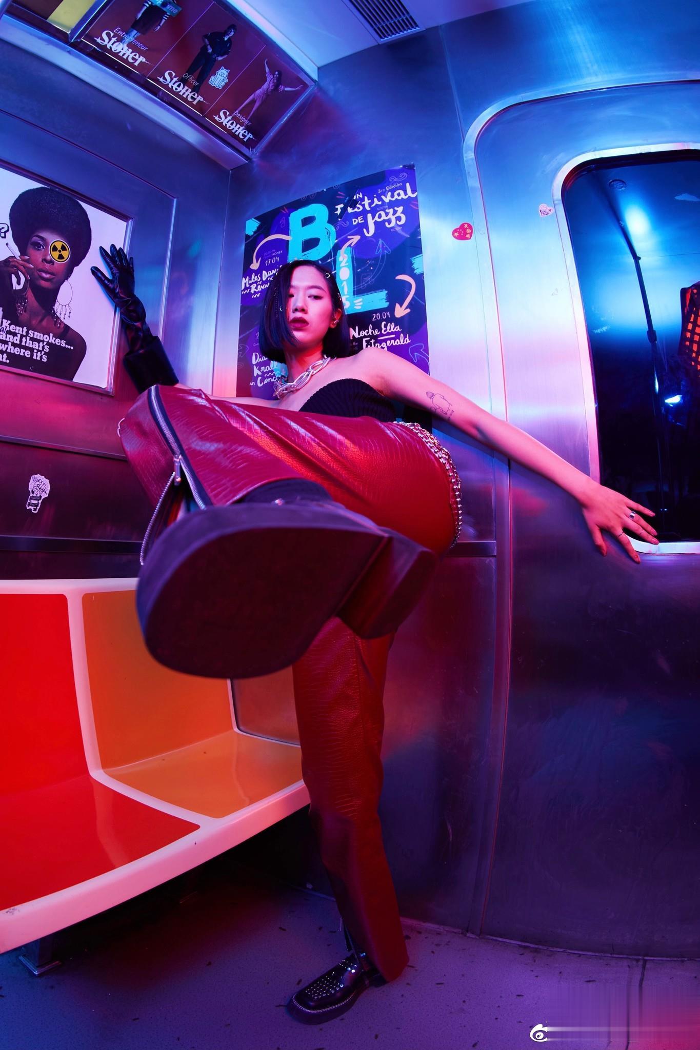 杨凯兰NIGHT WANDERER广告拍摄