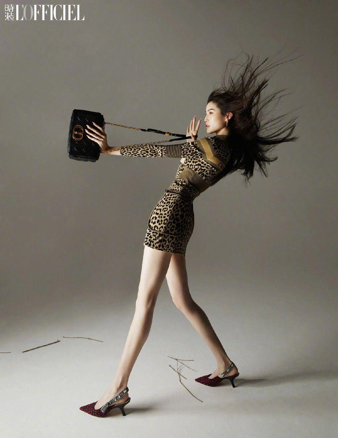 何穗 身着豹纹短裙登上《时装L'Officiel》五月刊封面