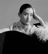 新面孔模特张丽娜登《卷宗Wallpaper》一二月合刊封面