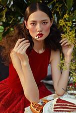 赵俊俊拍摄韩式时尚杂志礼服大片