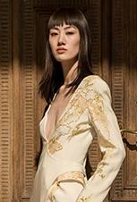 """彭思雨、吕佳纳助阵""""传统与时尚:中国丝绸服饰艺术展"""""""